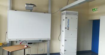 Luftfiltergerät an einer Schule