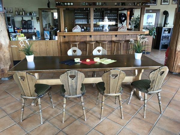 Tisch mit Stühlen in der St.-Georg-Schanze